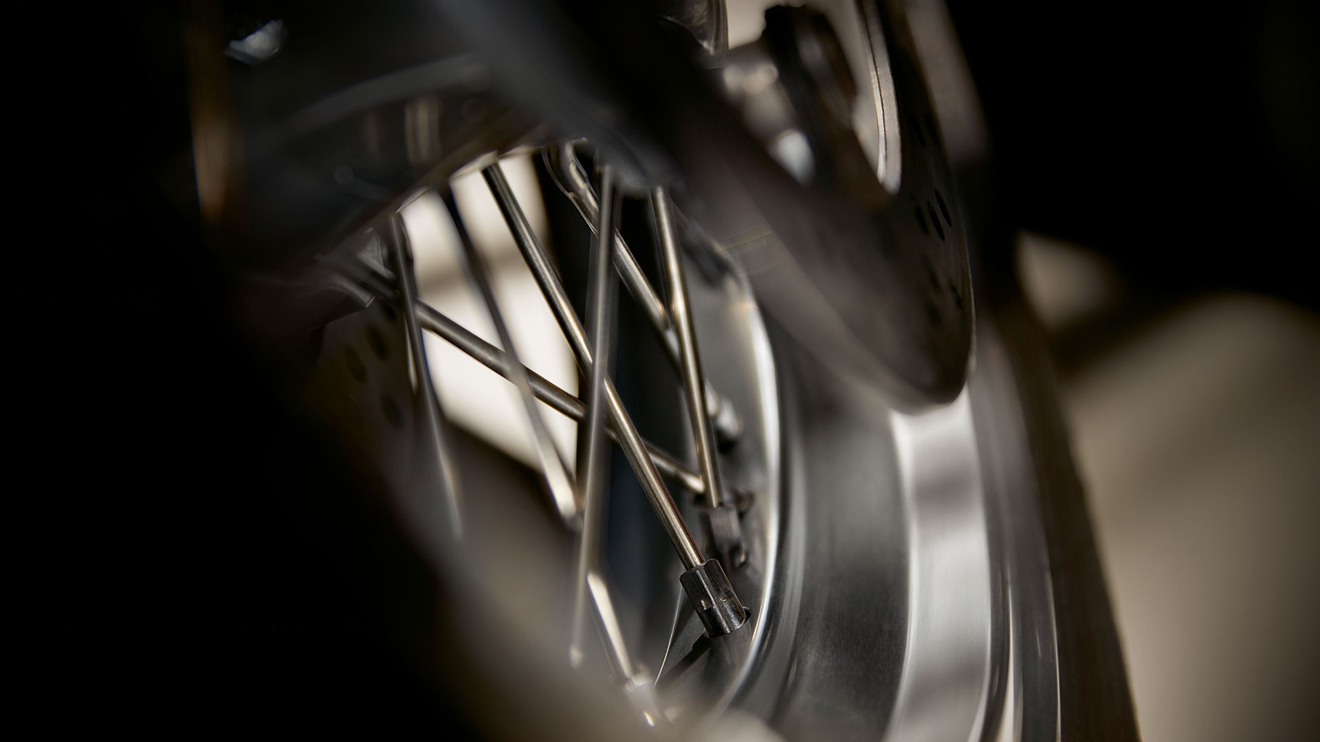 Серебристые колесные диски