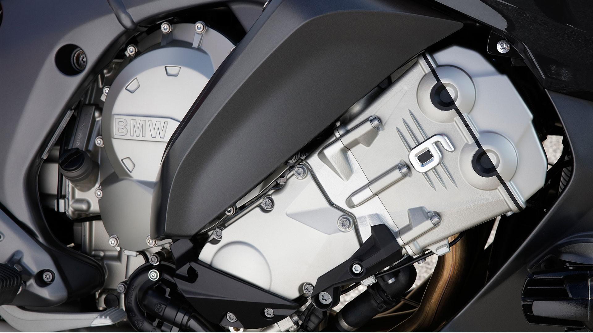 Шестициліндровий рядний двигун.