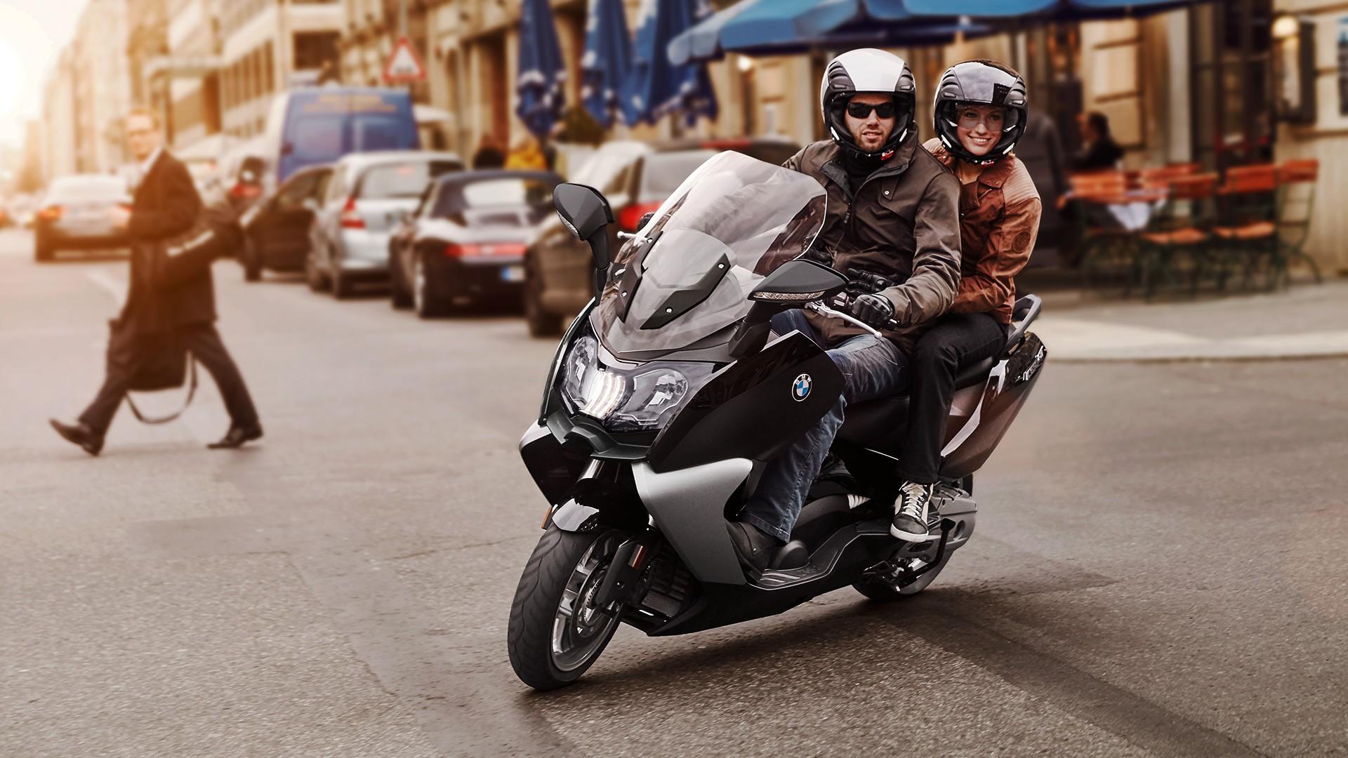 2011 год – светодиодный дневной ходовой фонарь для макси-скутеров BMW