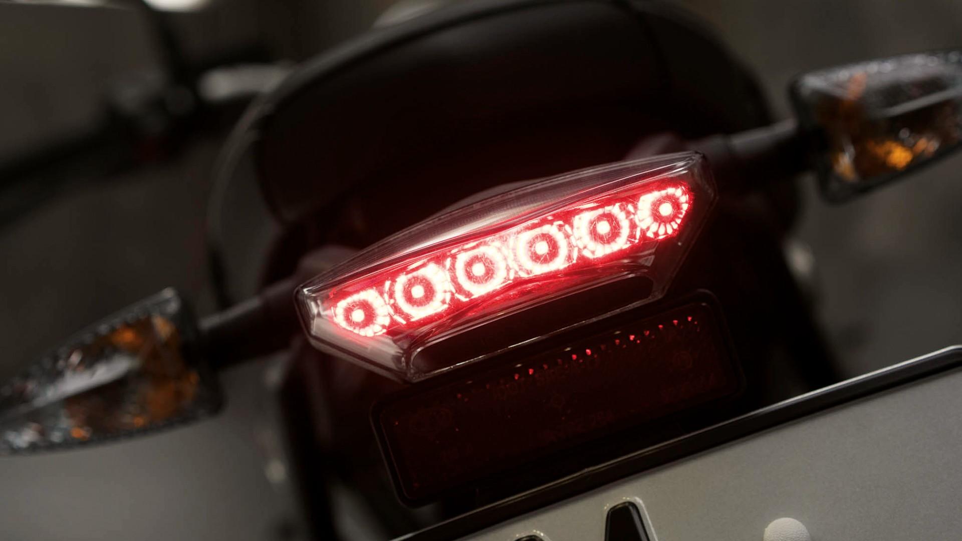 Современный светодиодный задний фонарь.